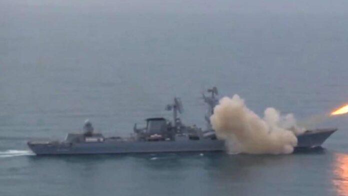 Karadeniz'de Rusya karasularına giren İngiliz Kraliyet Donanması gemisi HMS Defender'a uyarı ateşi açıldı